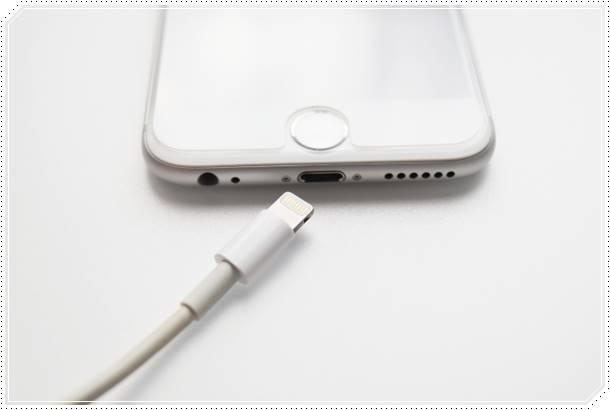 ワイヤレス充電の仕組み!iPhoneやスマホを置くだけでできる理由は?